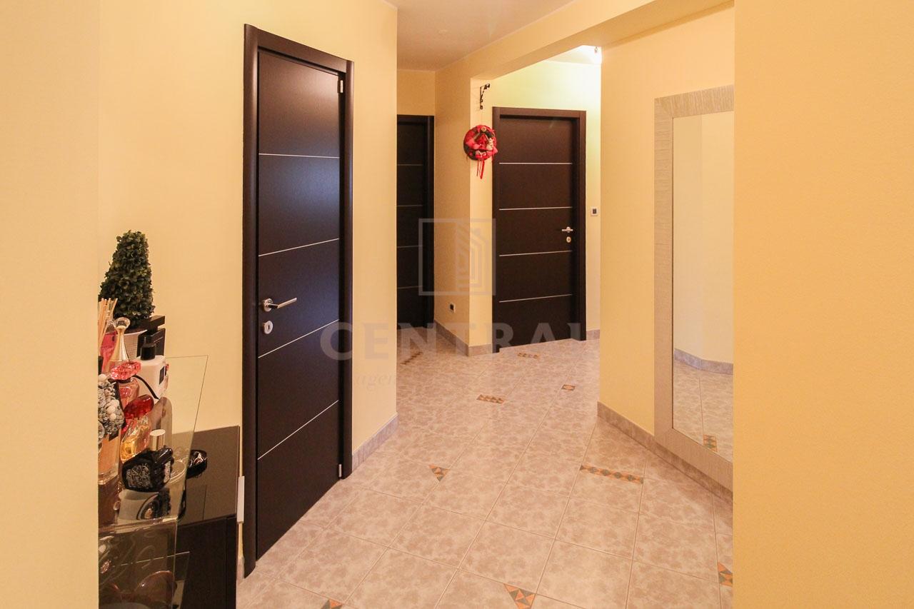 Kostrena, dvoetažni trosobni stan s dnevnim boravkom, 158 m2
