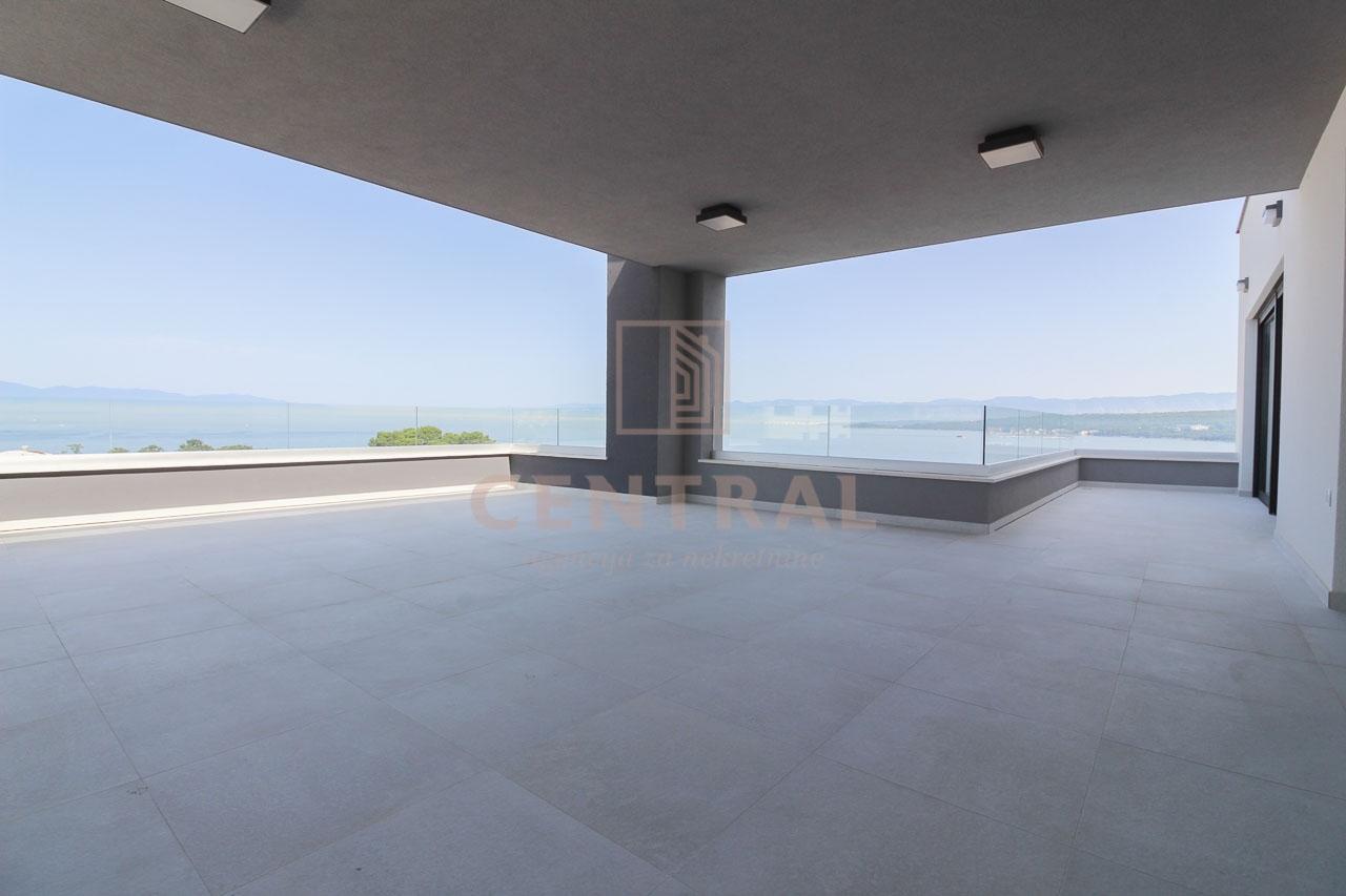 Malinska - otok Krk, penthouse s pogledom na more (trosobni s dnevnim boravkom)