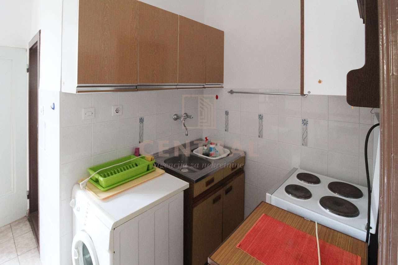 Banderovo, jednosobni klasični stan 32 m2!