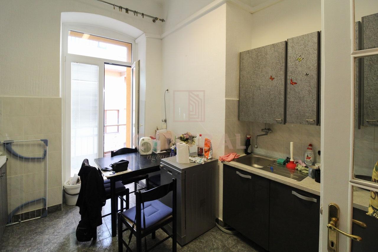 Širi centar Rijeke, dvosobni klasični/ 1S+DB 58 m2