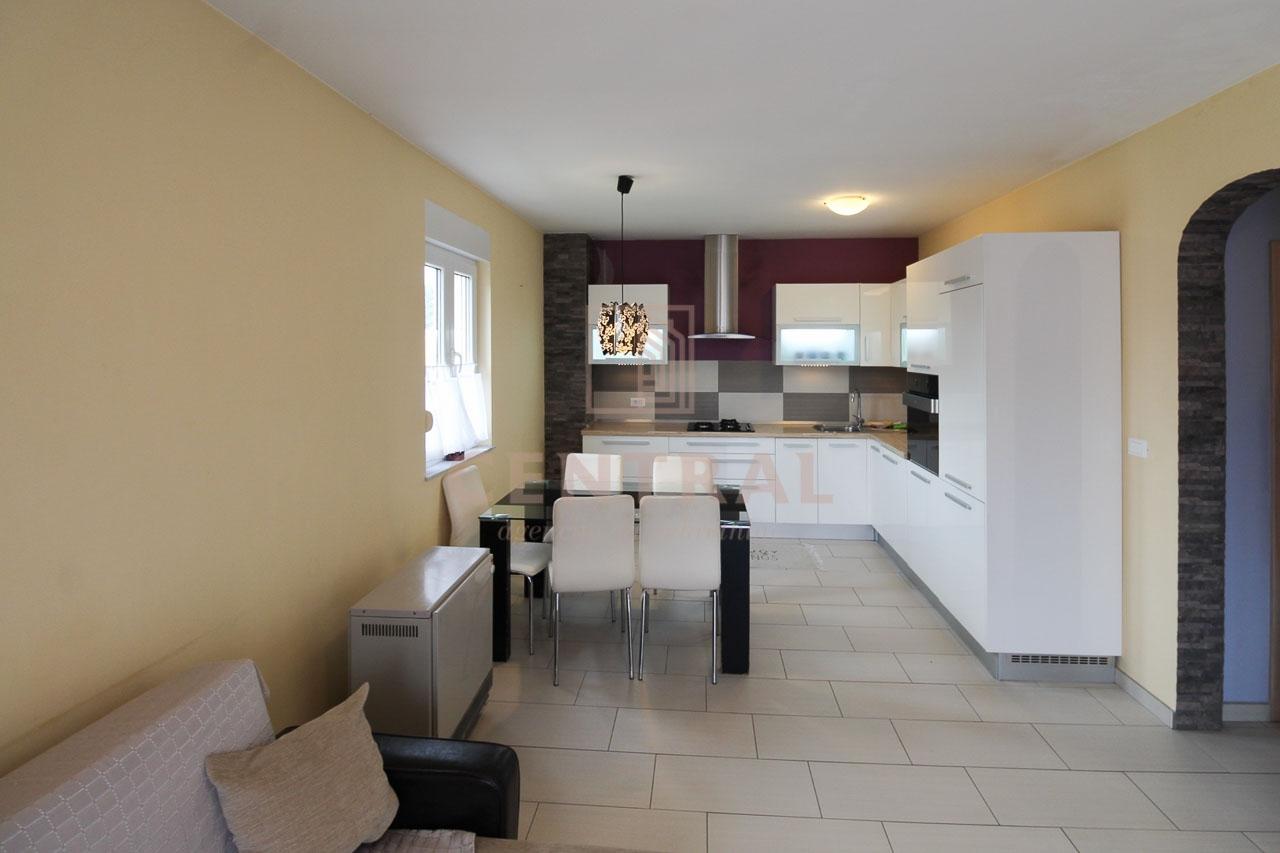 Viškovo, moderan i namješten stan 2S+DB, 64 m2
