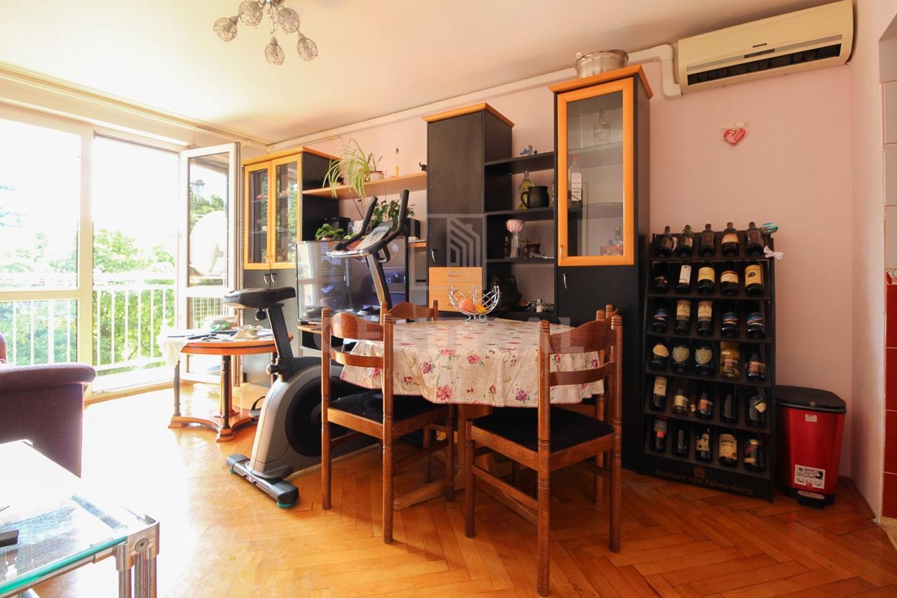 Turnić, dvosobni stan s dnevnim boravkom, 50 m2
