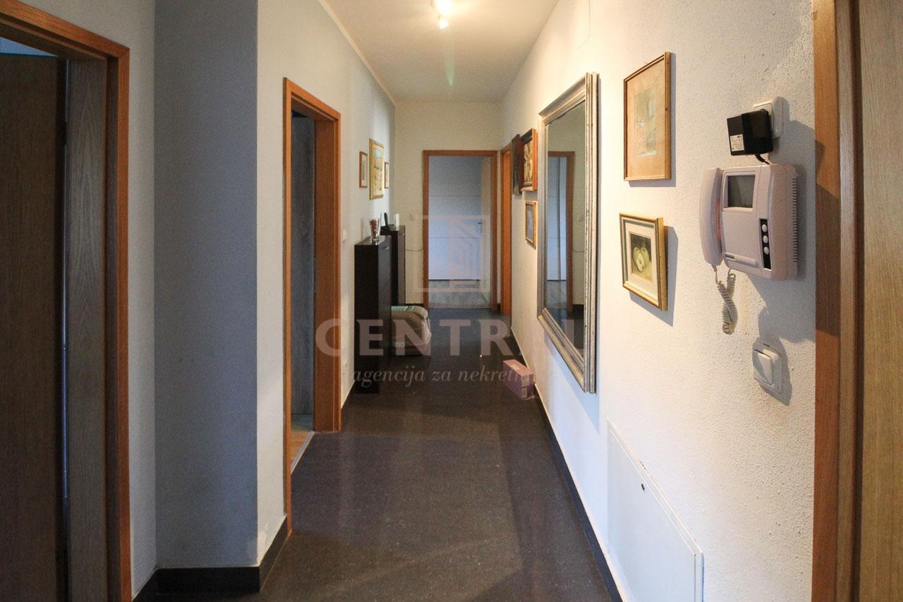 Matulji, stan 3S+DB 103m2, s okućnicom i parkingom