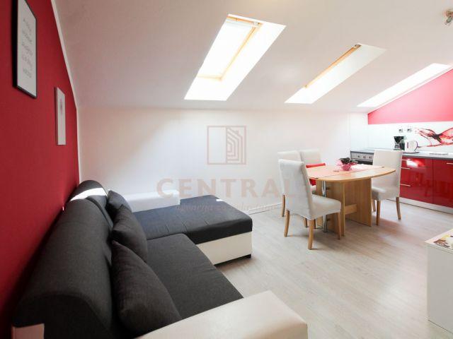 Piramida, jednosobni stan s dnevnim boravkom, 45 m2