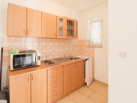 Kornić, Krk, dvosoban stan s dnevnim boravkom i studio apartman, 88 m2