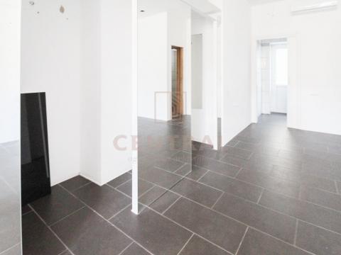 Selce, apartman/ poslovni prostor 33 m2, 20 metara od mora