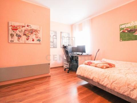 Marinići, trosobni stan s dnevnim boravkom, 110 m2