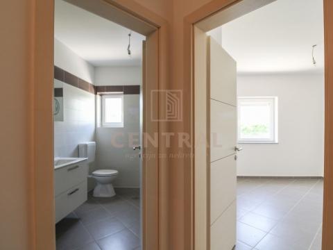 Čižići, otok Krk, trosobni stan s dnevnim boravkom, 77,98 m2