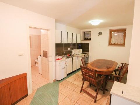 Jadranovo, etaža s dva apartmana, 80 m2