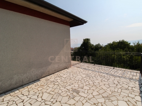 Hosti, house on two floors 198 m2, with yard of 492 m2