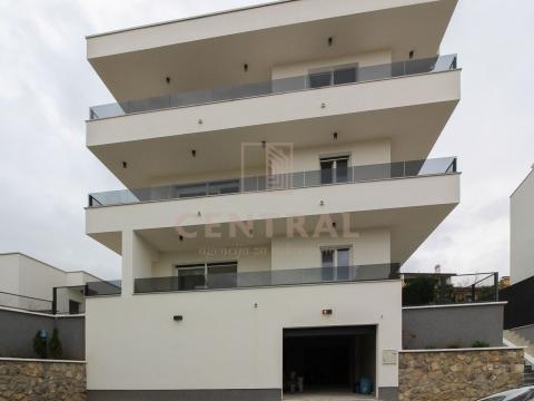 Kostrena, trosobni stan s dnevnim boravkom, 2. kat!
