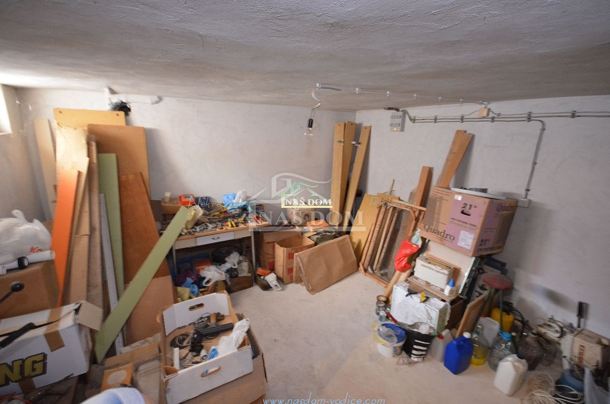 Srima- Samostojeća obiteljska kuća 300m do mora
