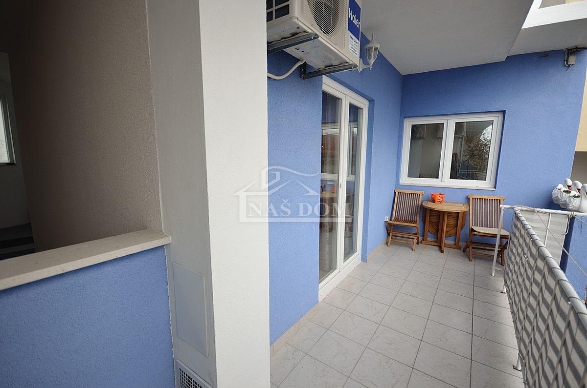 Vodice- Renovirana kuća u centru Vodica sa 4 apartmana