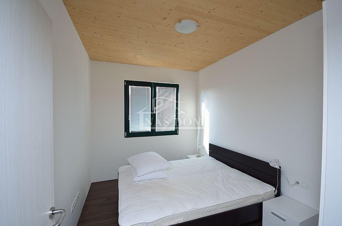 Tribunj - visoko energetski učinkovita, pasivna kuća sa 4 apartmana, 250 m do mora