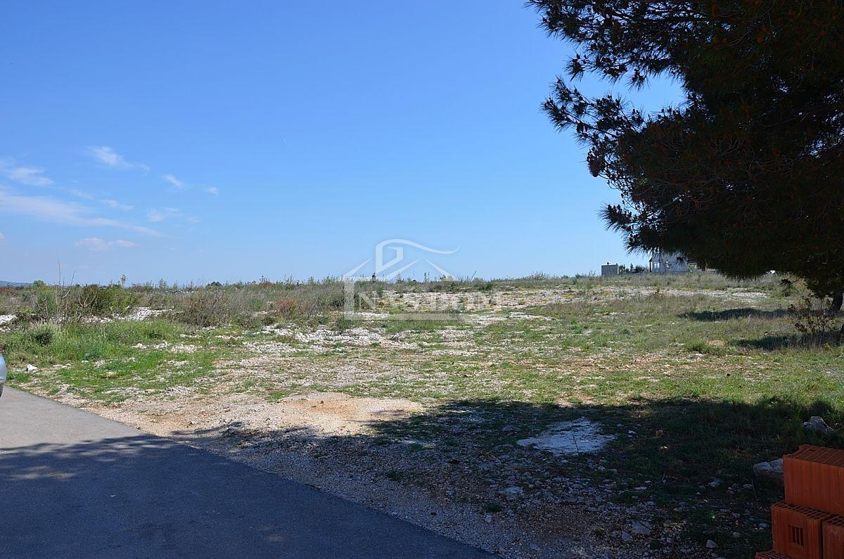 Vodice- Građevinsko zemljište 699m2