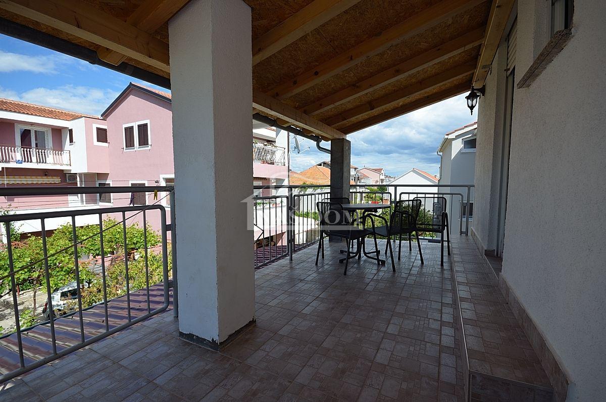 Tribunj- Apartmanska kuća u centru Tribunja