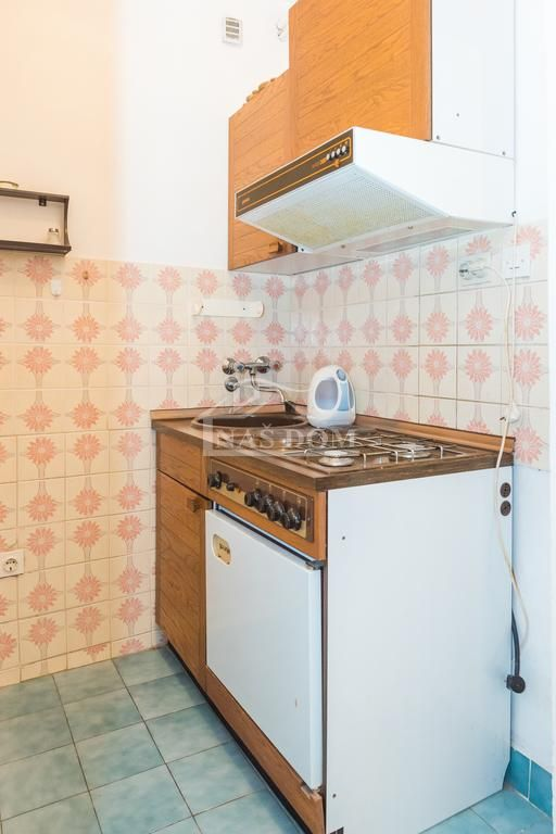 Vodice - Kuća sa 12 apartmana ***