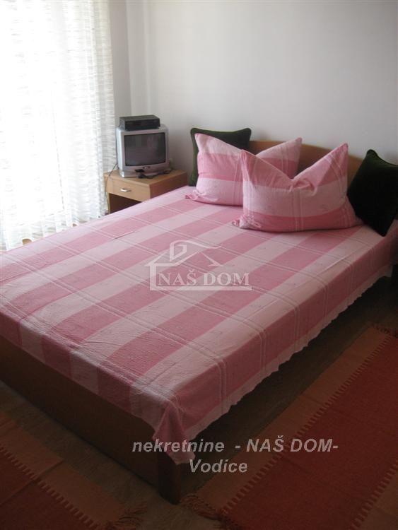 Vodice- kuća sa 8 soba + 1 apartman