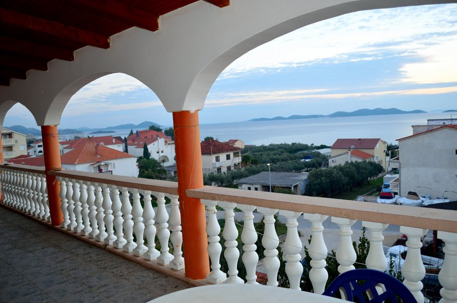 Pakoštane- House 750m2 ,120m to the sea, with 20 rooms + restaurant
