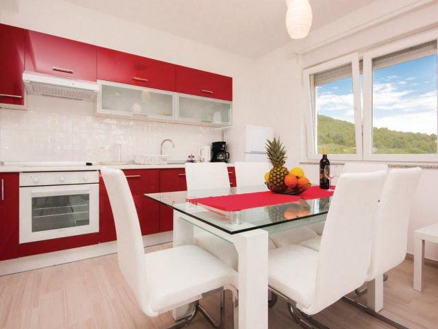 Tribunj- Nova apartmanska kuća, 300m od Zamalin plaže