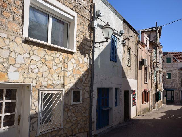 Vodice- Kamena renovirana kuća u centru grada