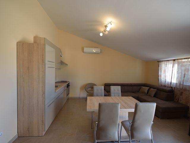 Vodice- Apartmanska kuća novogradnje