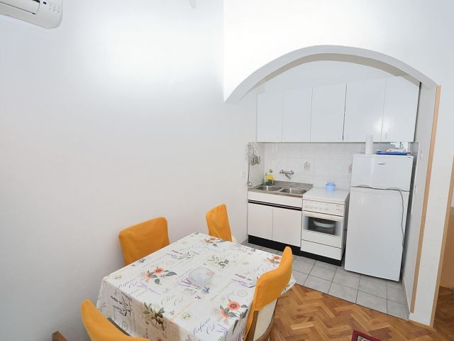 Vodice - Dvojna Kuća sa šest apartmana