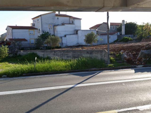 Pirovac- Građevinsko zemljište 695 m2