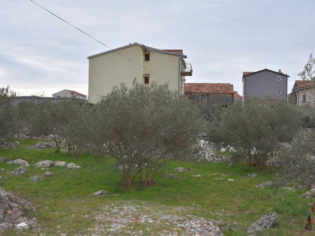 Pirovac - građevinsko zemljište 925 m2