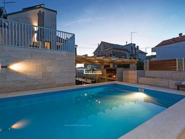 Kaprije- House with pool, first row to the sea