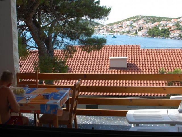 Tisno- kuća sa 3 apartmana , 60 m do mora sa pogledom na more