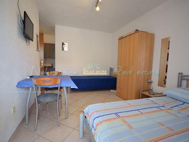 Tribunj- Kuća sa osam apartmana