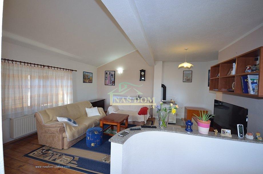 Vodice- Kuća sa dva apartmana i bazenom