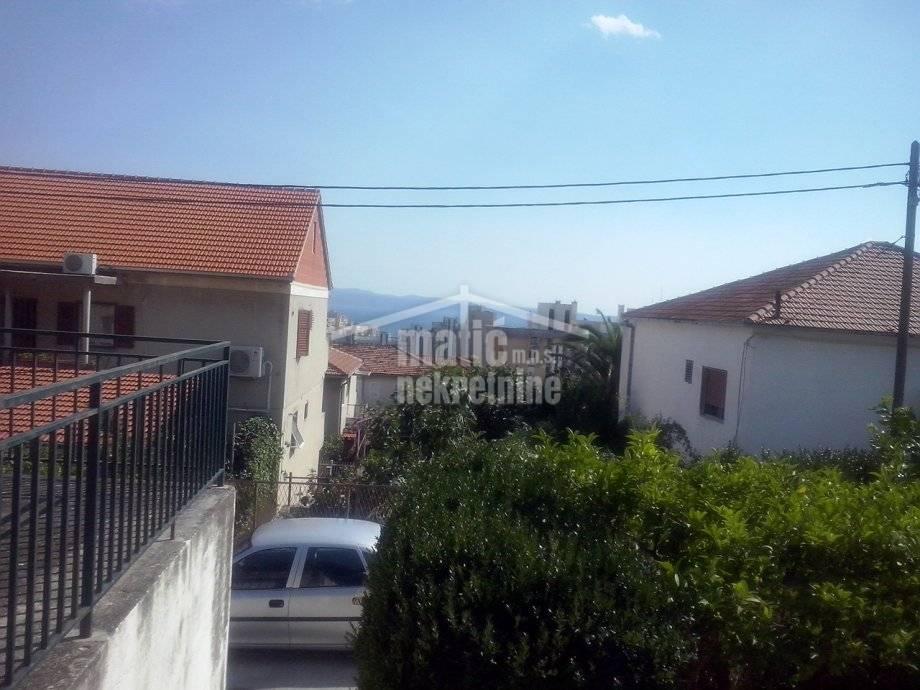 Stan: Split, Sućidar 51 m2/1, lođa,terasa + 3 vrta