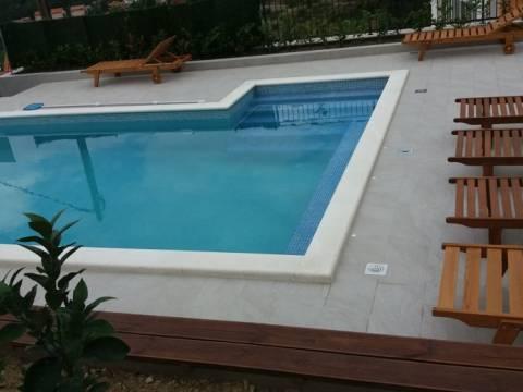 Kuća: Solin, dvokatnica, 220 m2 sa većim bazenom za turizam