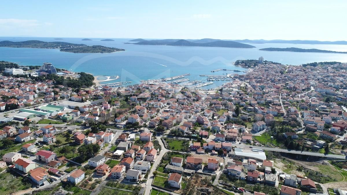 Vodice, poljoprivredno zemljište s panoramskim pogledom na more i grad