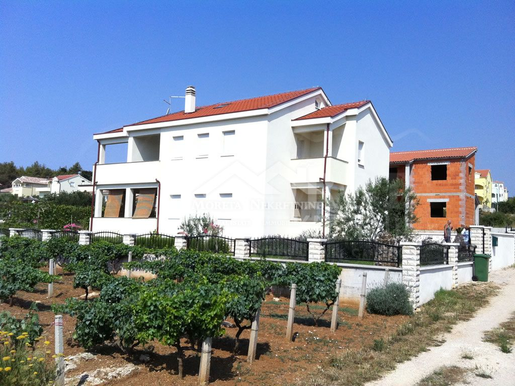 Neues Haus mit Meerblick