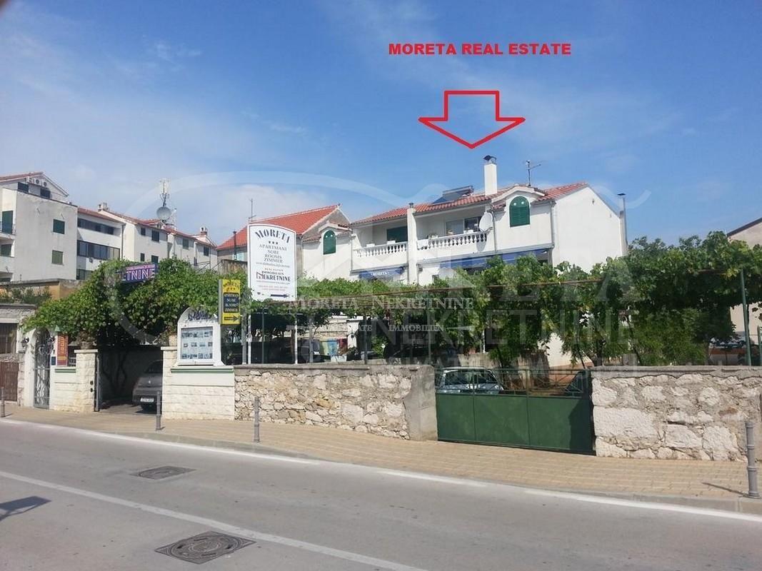 Šibenik, dvojna kuća s pogledom na more
