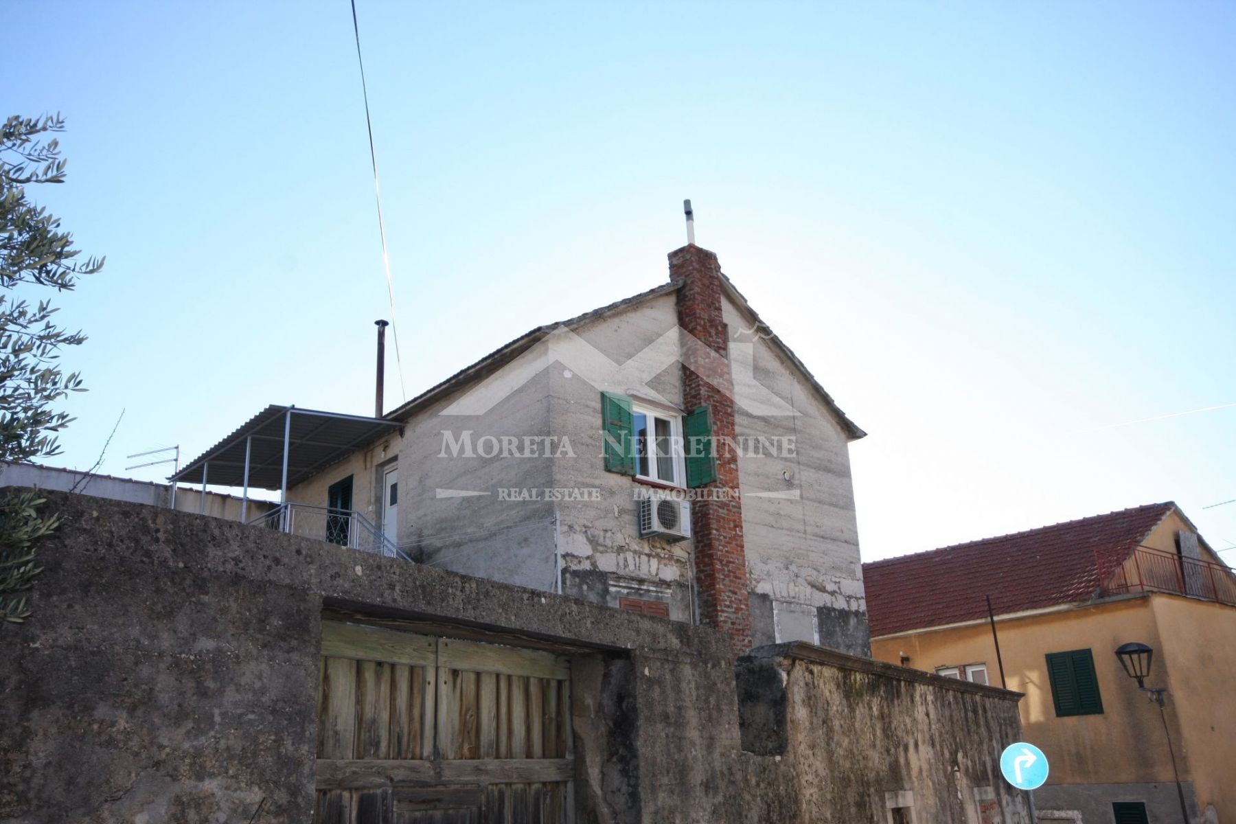 Vodice, kamena kuća na atraktivnoj lokaciji