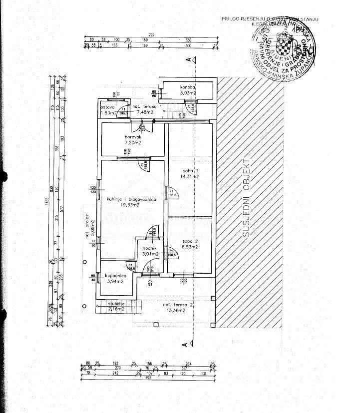Vodice, dvojna kuća s tri stambene jedinice