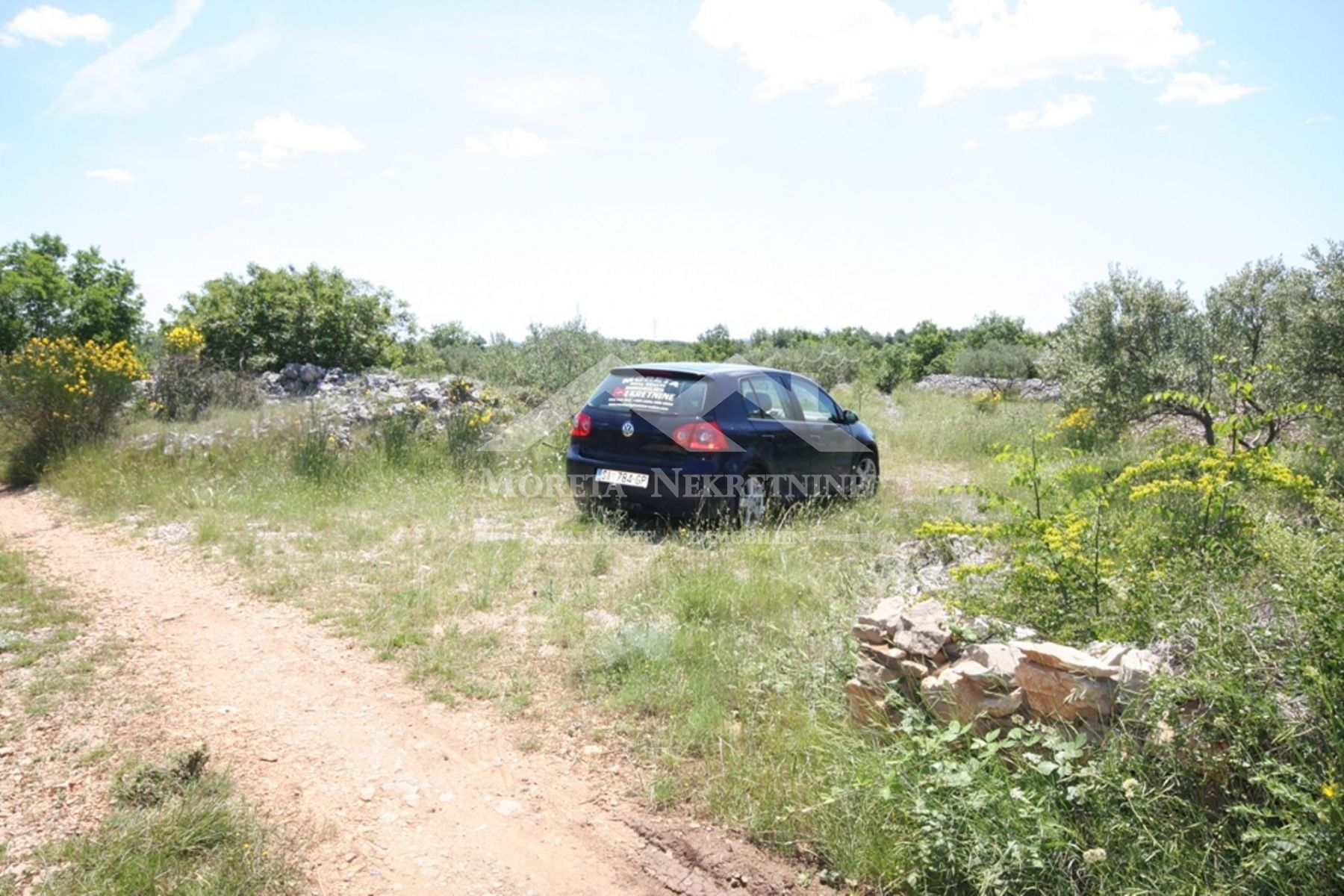 Vodice-Zagreb, compensation agricultural land suitable for building an object up to 30 m / 2