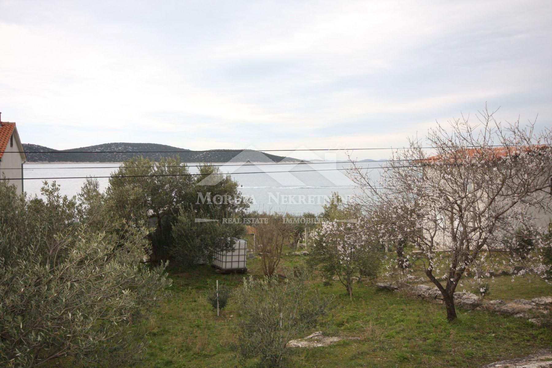 Insel Prvic, Bauland mit Genehmigung in der ersten Reihe zum Meer