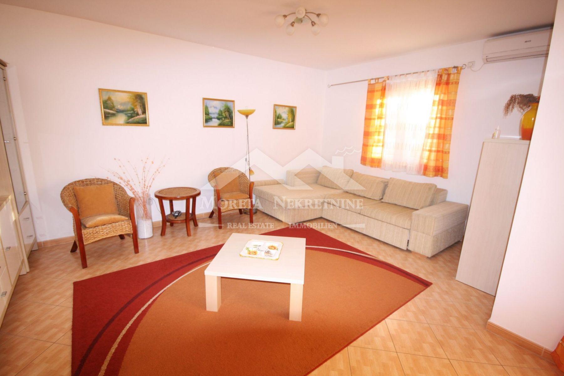 Vodice, spacious duplex apartment in an excellent location