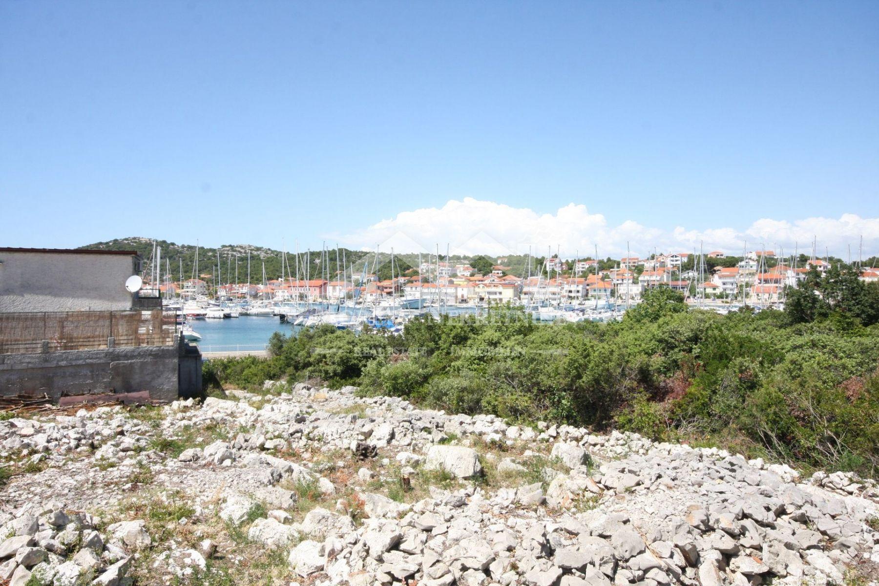 Jezera, građevinsko zemljište u drugom redu od mora