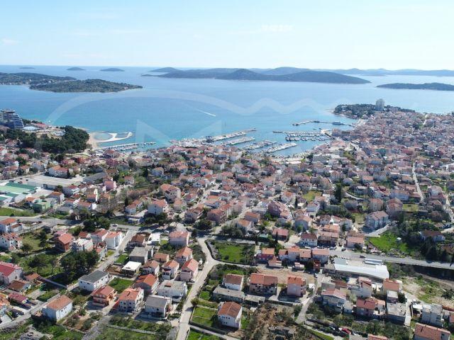 Vodice, dvojna kuća s pogledom na more