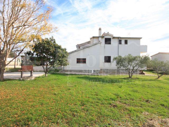 Tribunj, prodaje se kuća s pogledom na more udaljena 300 m od plaže