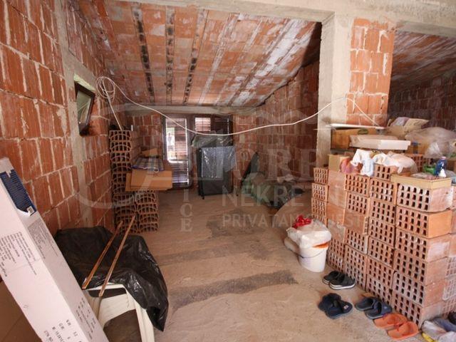 Pirovac, samostojeća kuća po izuzetno povoljnoj cijeni