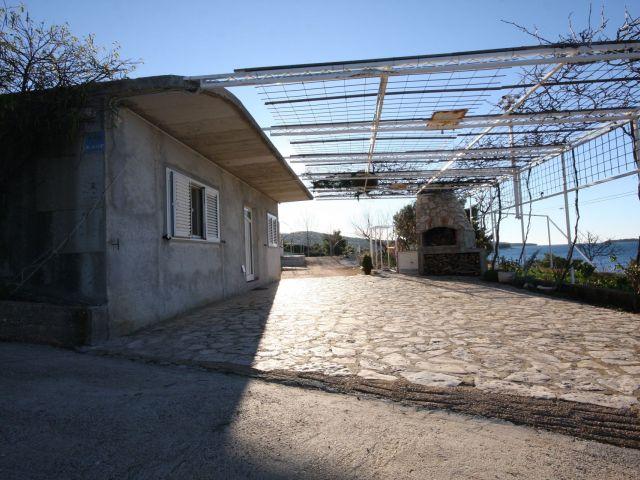 TOP PONUDA-kuća s autokampom u prvom redu do mora