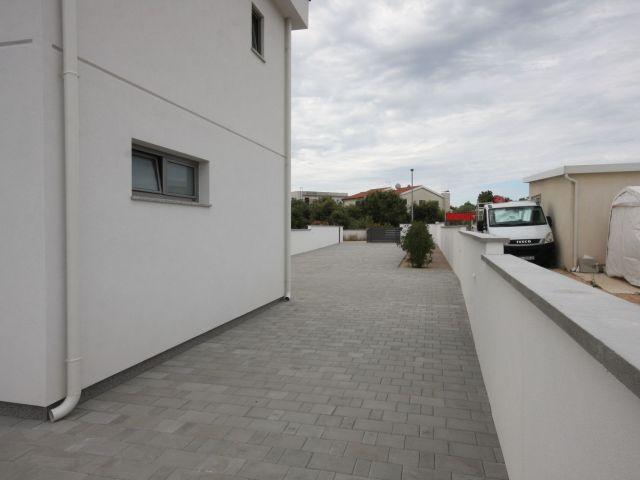 Jadrija, nova urbana vila s bazenom