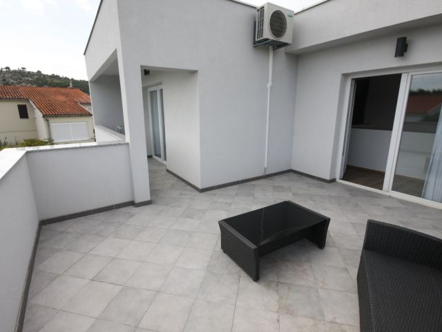 Zaton, modernes Einfamilienhaus mit Pool